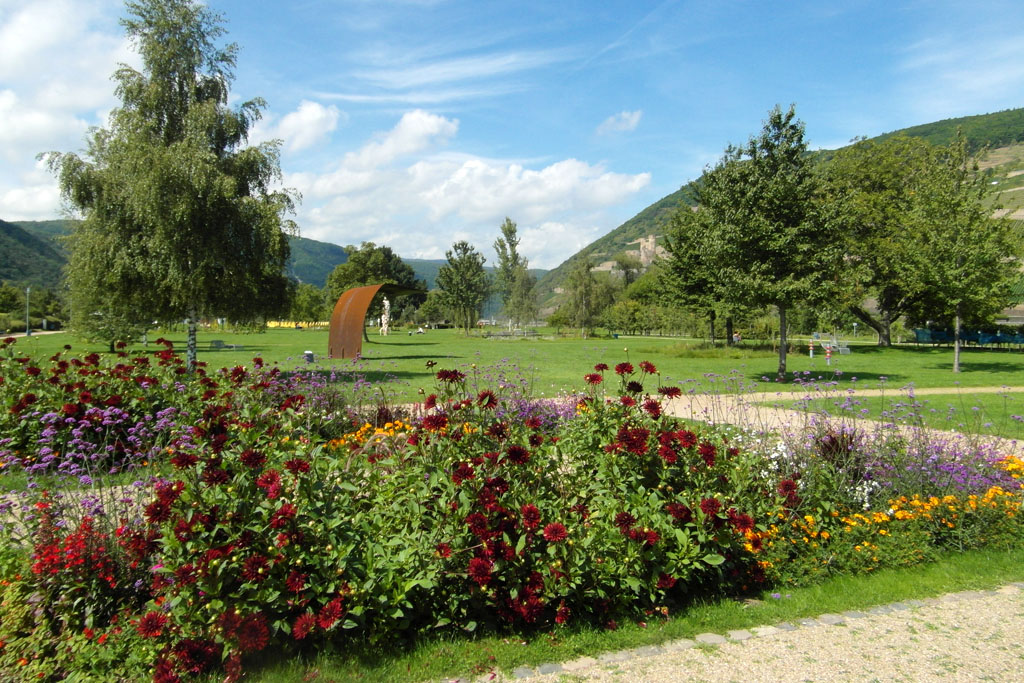 Blühende Beete im Park am Mäuseturm 3