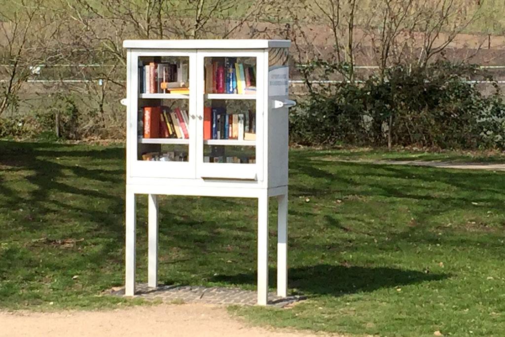 Bücherschrank im Park am Mäuseturm 2